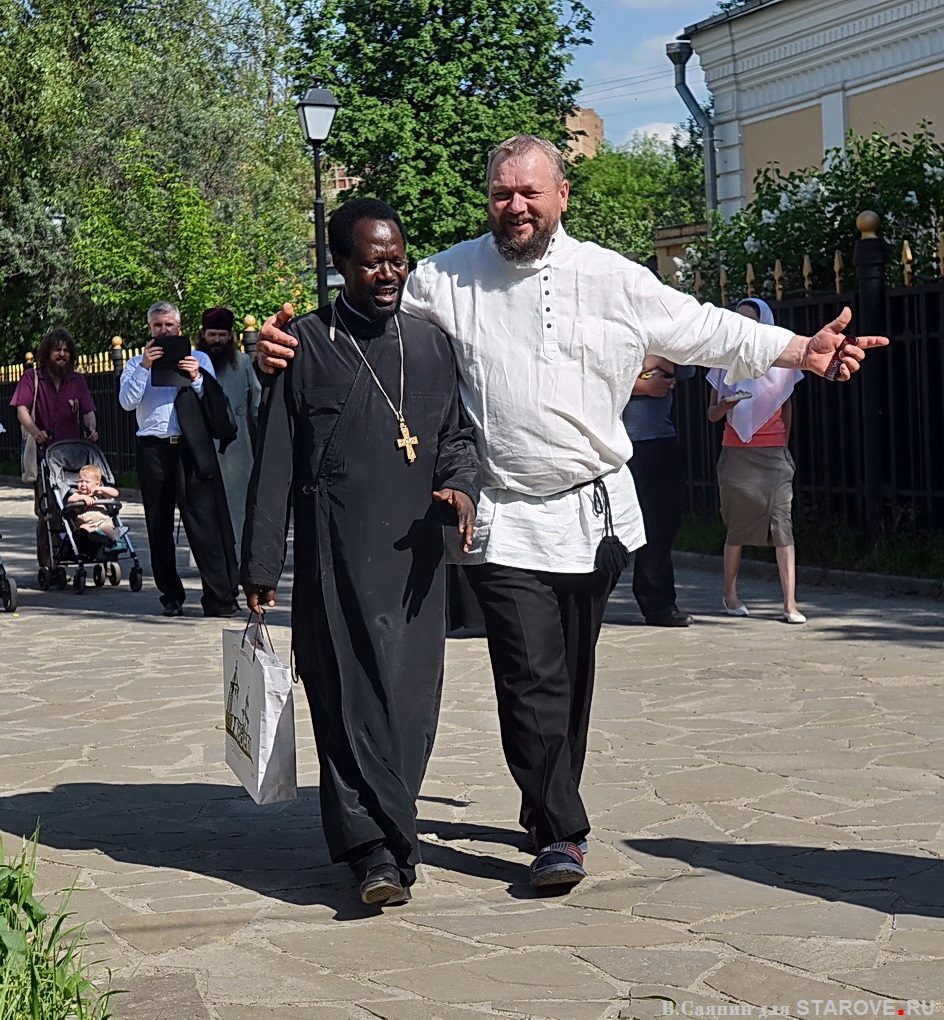 Православие никогда не учило делить людей по национальному принципу. На фото старообрядческий священник из Уганды, о.Иоаким Киимба.