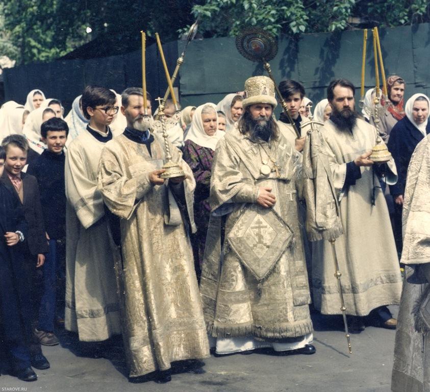 Митрополит Алимпий, Рогожское, Молебен в память об атамане Платове на Рогожском, 31 августа 2003 года, фотограф Шичко