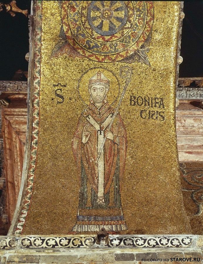 Италия. Венеция. Собор Святого Марка, XV в, арка купола.