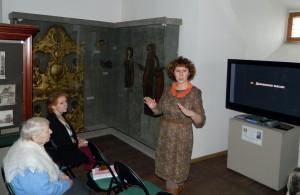 Е.С. Данилко рассказывает зрителям о староверах коми-язьвенцах.