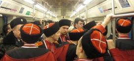 фото, снимки, необычное, казачество, Москва, Краснодар, метро, казаки в метро фото, казачья одежда, казачья справа, концерт, выступление казаков в Москве, казачья папаха, чекмень, портупея, башмет, черкеска, кинжал