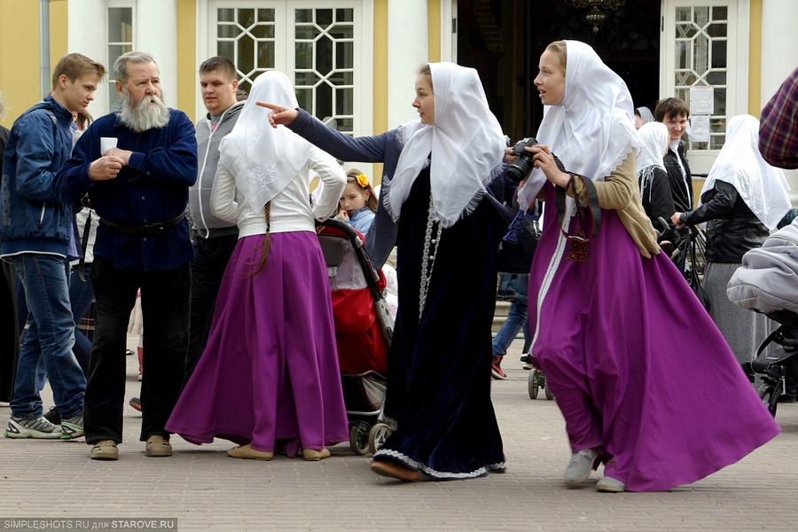 Крестный ход, старообрядцы, Неделя Святых Жен-Мироносиц, традиция, посолонь, песнопения, Митрополит Корнилий, РПСЦ, Рогожское, Рогожская Слобода, древний чин, единоверие, благодать, различия, никониане, староверы, древлеправославие, православный женский день, дарование свобод веротерпимости, Москва, фото, старообрядческие священники, люди, лица, торжества