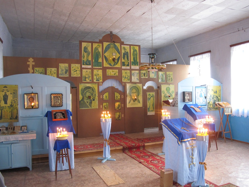 Храм РПСЦ в Маме Русской во время воскресного богослужения, июль 2014