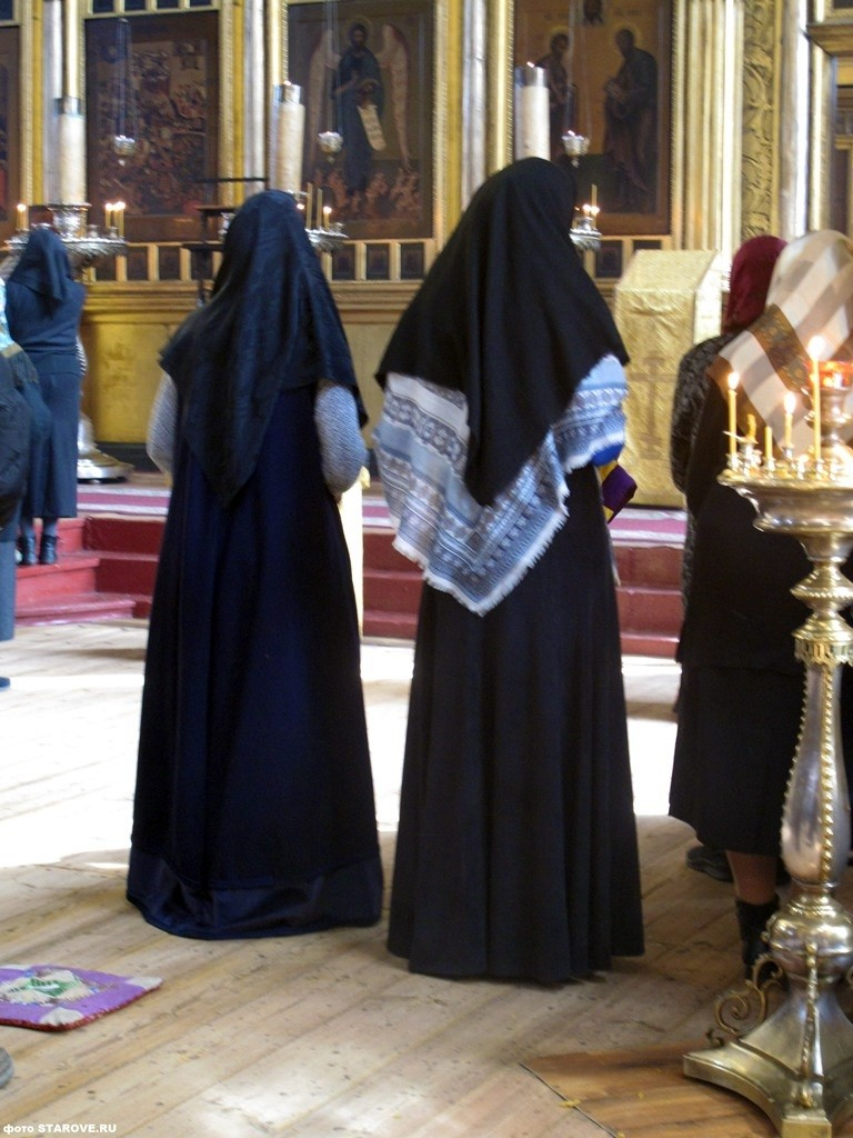 Тёмные платки в церкви, чёрные платки, крестопоклонная неделя, старообрядцы, традиции, женщина в храме, как одеваться в церковь, какой платок надеть в храм, как выбрать платок для церкви, РПСЦ, Рогожское, фото, тёмное облачение, обычаи