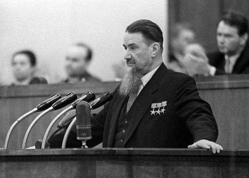 Выдающийся советский физик-атомщик Игорь Курчатов