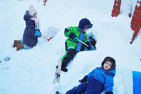 Игры со снегом в зимнее время