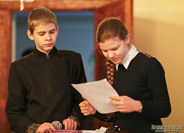Ведущие юношеской конференции Александр и Иулиания