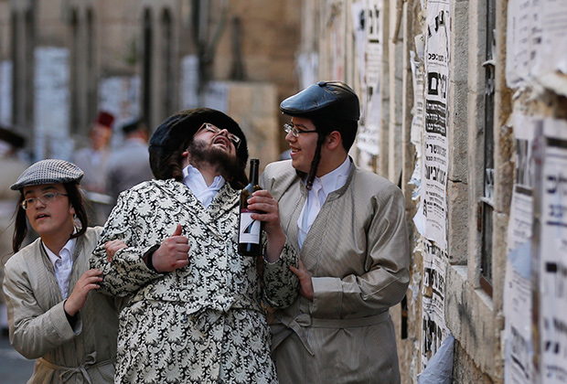 Харедим, богобоязненные евреи, иудеи, Израиль, Православие, иудаизм, Тора, Библия, Хабад, раввин, священник, синагога, церковь, ультраортодокс, Меа Шеарим, шаббат, халат, лапсердак, пейсы, шляпы, Рамот, хедер, талмудизм, сионизм, иврит, хасид, Герцль