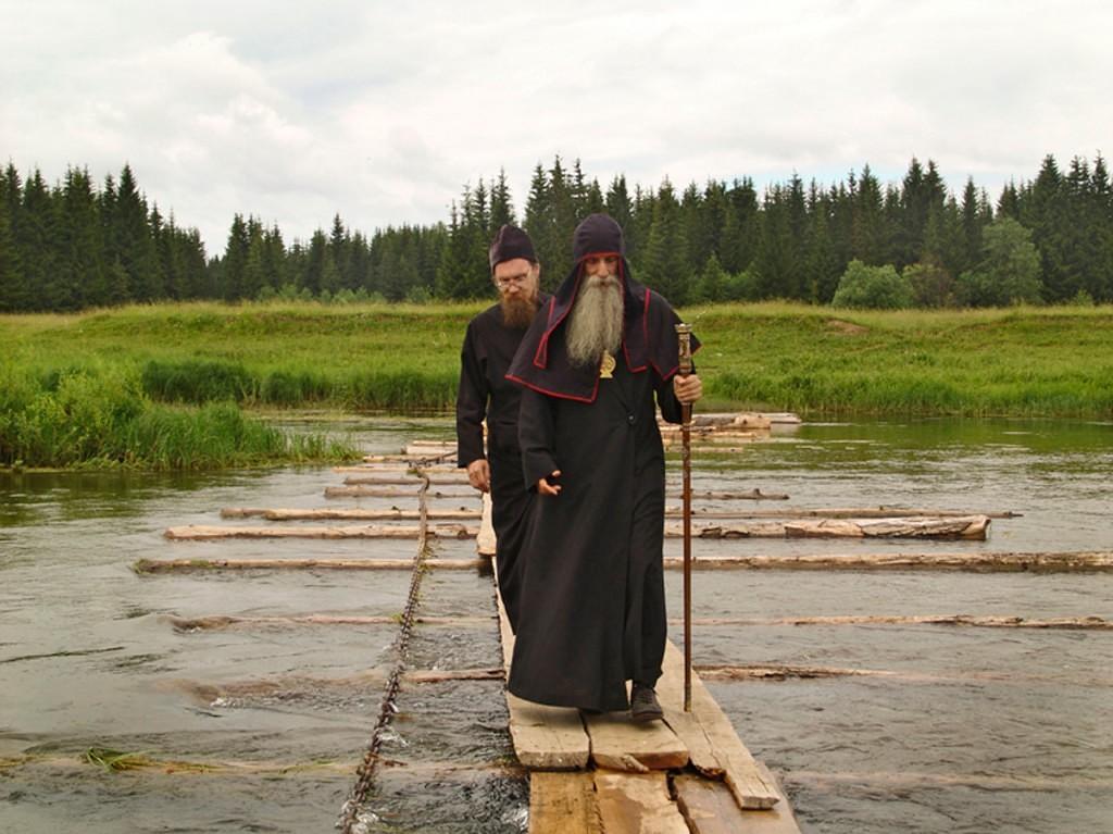 Митрополит Корнилий на реке Сылва.Фото: Алексей Лопатин