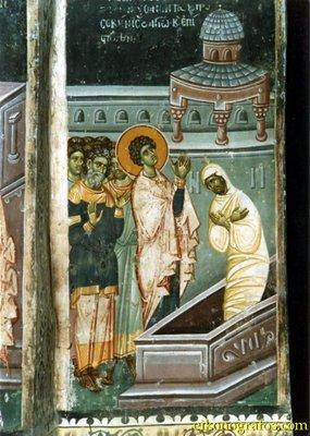 Святой Георгий воскрешает мертвого человека, фреска из монастыря Высокие Дечаны, Сербия, Косово