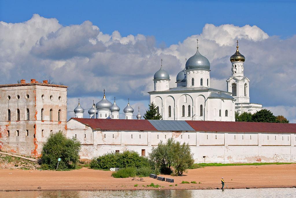 Юрьев монастырь. Вид на монастырь с Волхова