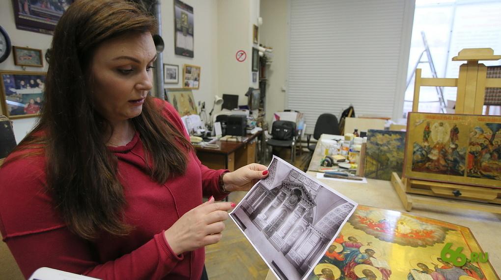 Идея выставки появилась благодаря архивной фотографии, на которой изображен иконостас домовой церкви Харитоновых — Расторгуевых. Иконы для него помещики заказывали у невьянских мастеров.