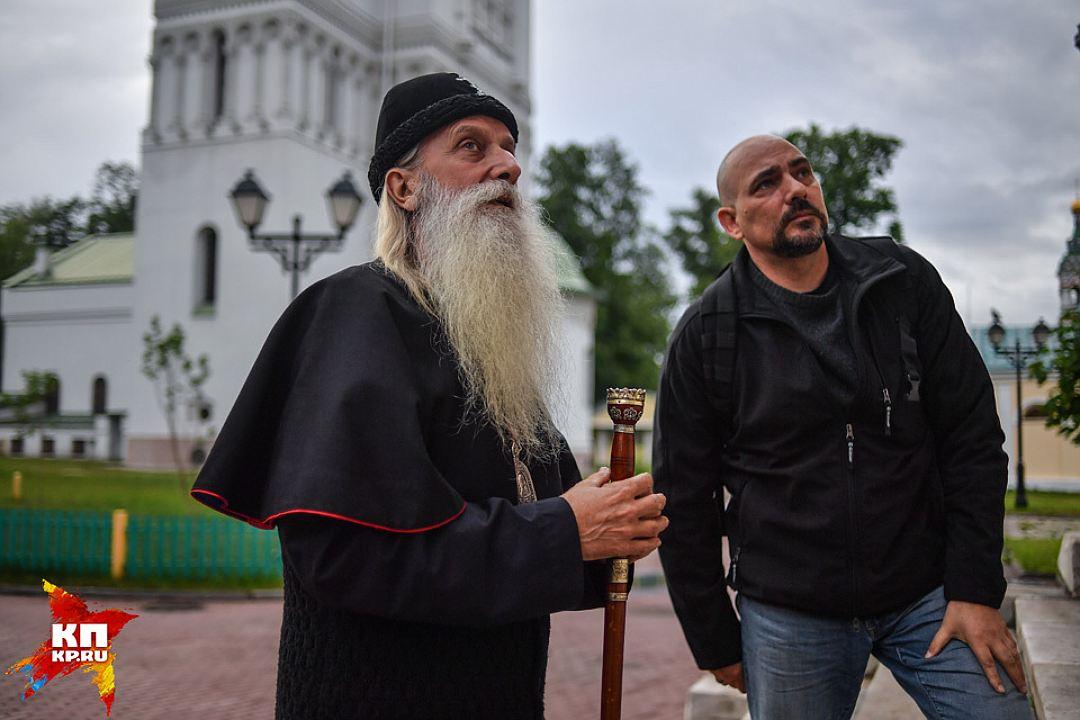 Митрополит Корнилий и спецкор «Комсомолки» Дмитрий Стешин. Фото: ВИКТОР ГУСЕЙНОВ