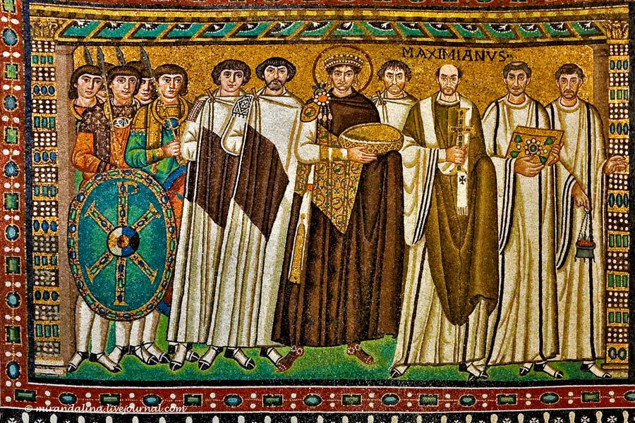 Император Юстиниан со свитой