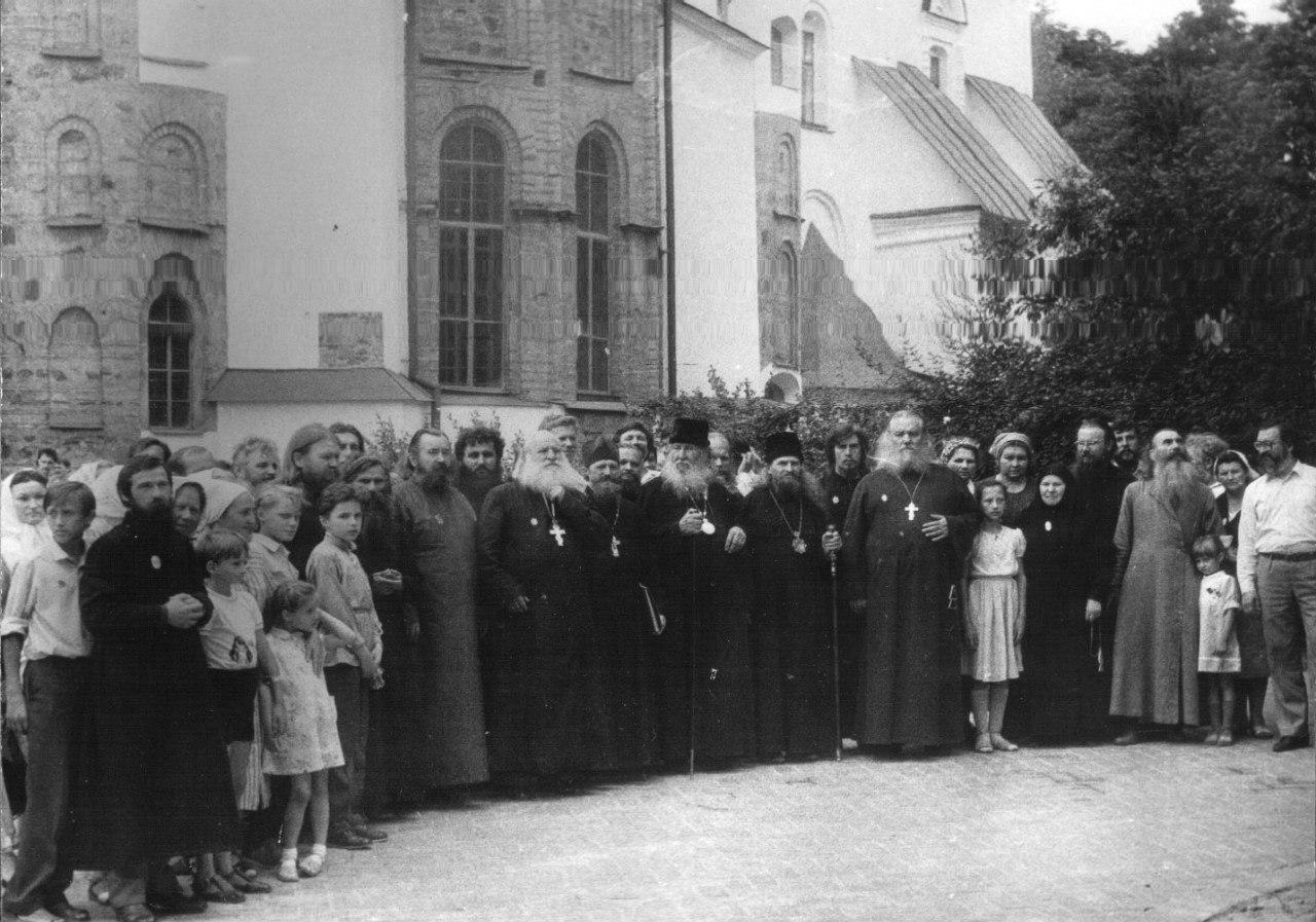 У Софийского собора