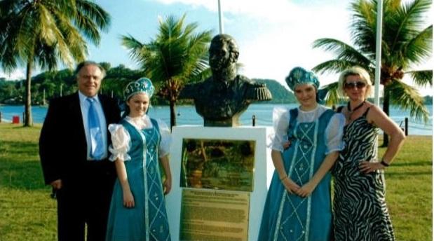 Установка памятника вице-Адмиралу российского флота В.М. Головнину при значительной финансовой поддержке Михаила Овчинникова.