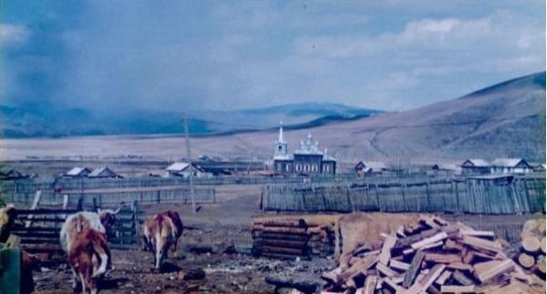 Село Доно (Забайкальский край, Россия), где родились и жили до эмиграции в Китай родители Михаила Овчинникова. Церковь на фото строили еще деды Михаила.