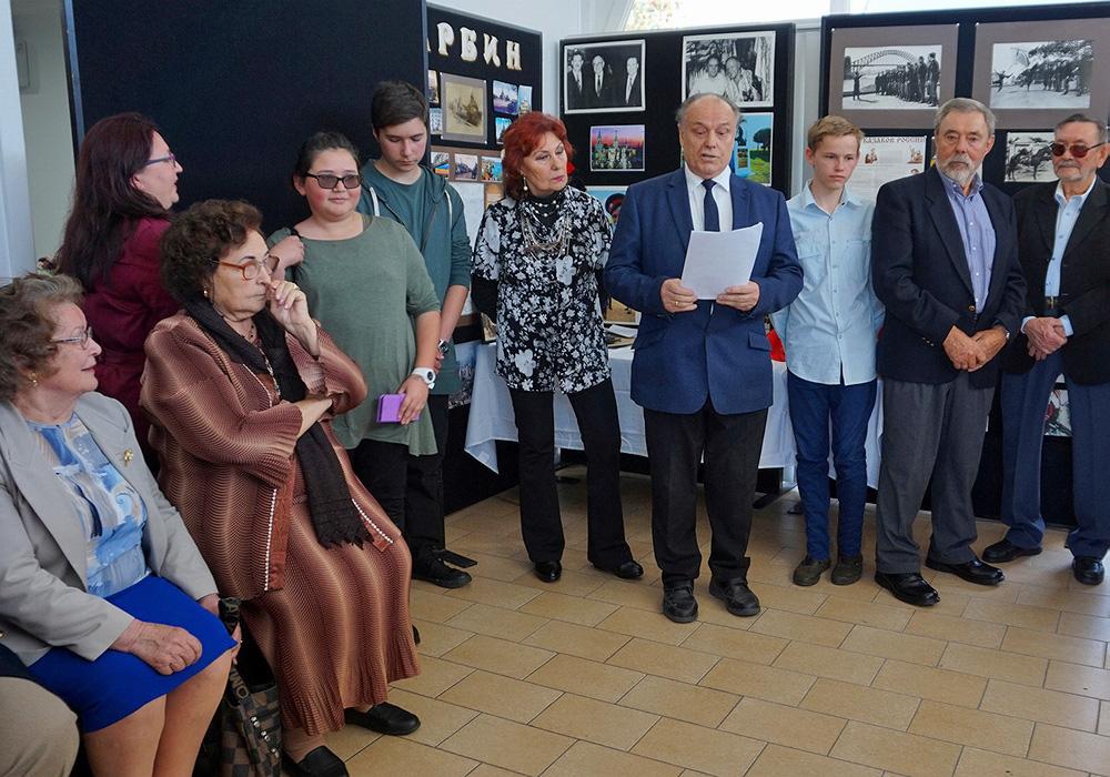 Директор музея, Михаил Моисеевич Овчинников обращается к гостям с приветственной речью.