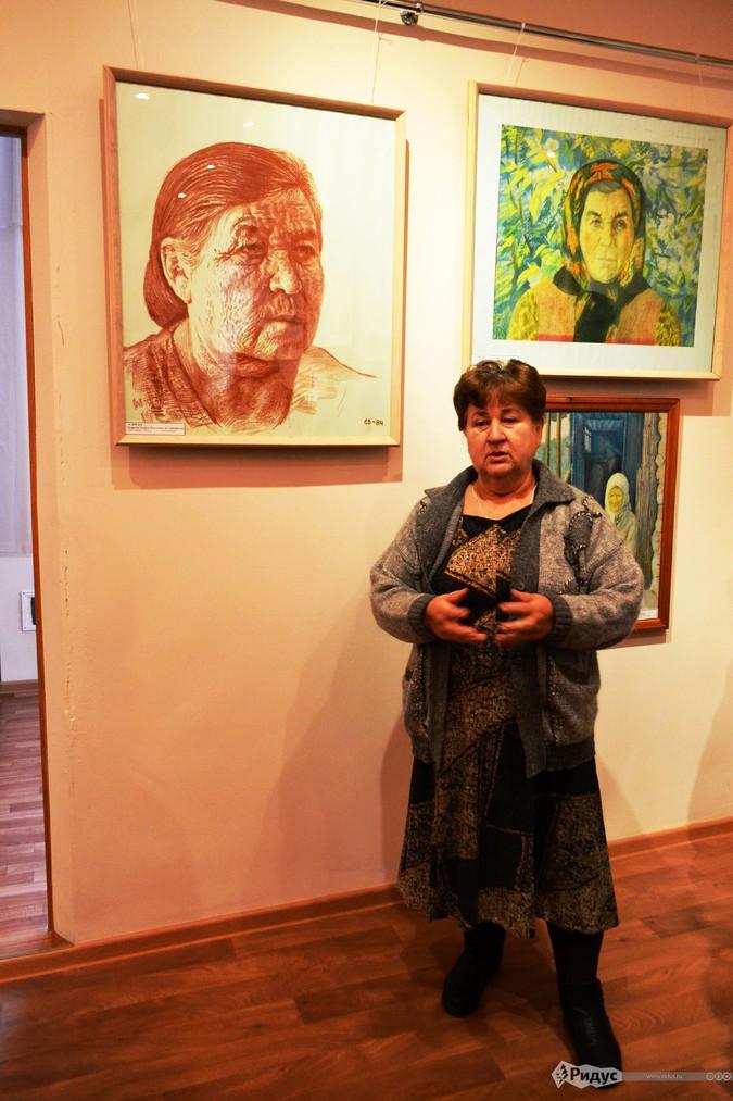Ираида Кирилловна Космынина у портрета своей матери © Павел Глазунов/Ридус