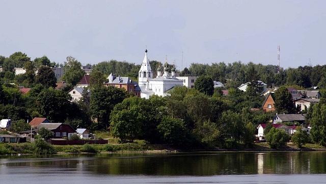 Спасо-Преображенская церковь на берегу Волги
