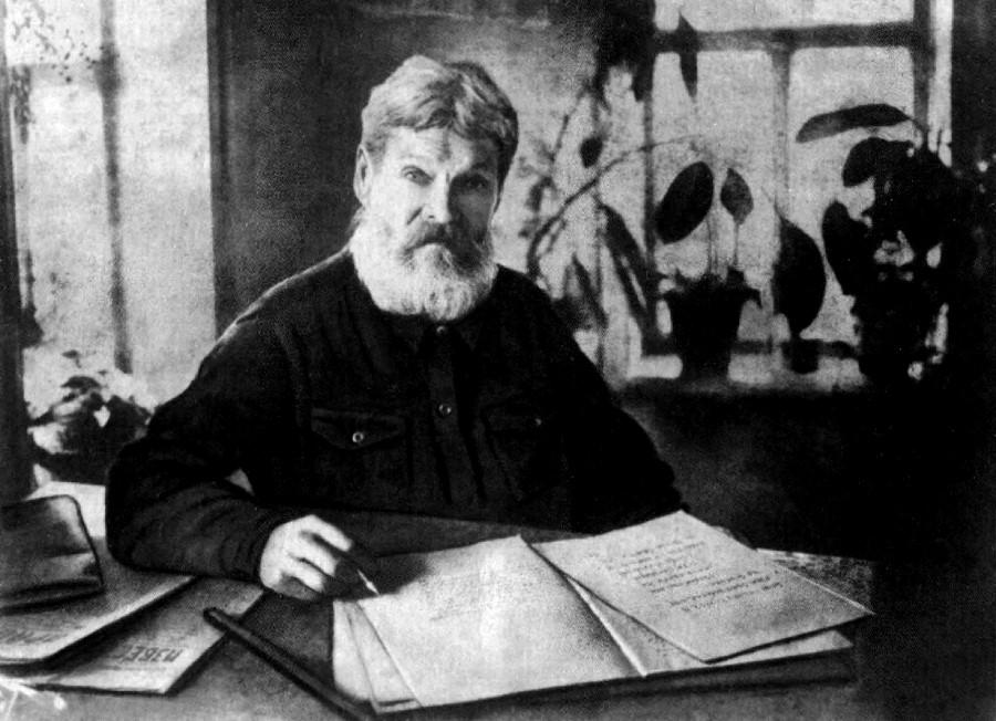 Иван Блинов за написанием «Истории Городца». 1935 г.
