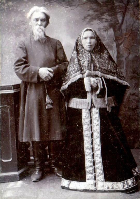Петр Алексеевич Овчинников с супругой.