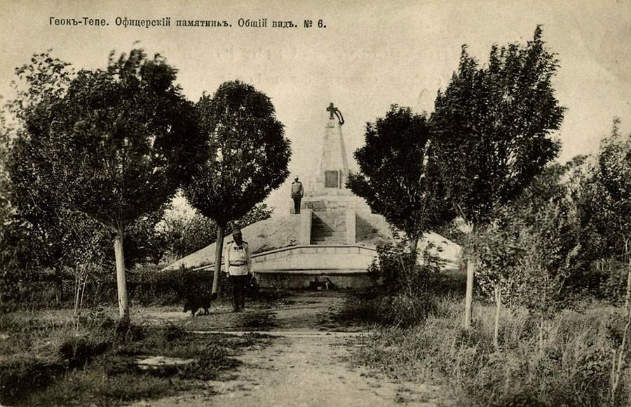 Памятник погибшим русским офицерам.