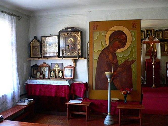 Икона Богородицы (в центре) письма С.Т. Быкадорова