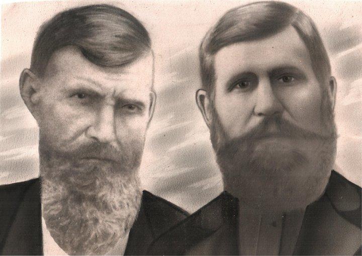 Василий Красиков (справа) и его родной брат Парфений. Фото: семейный архив Андрея Сухарева