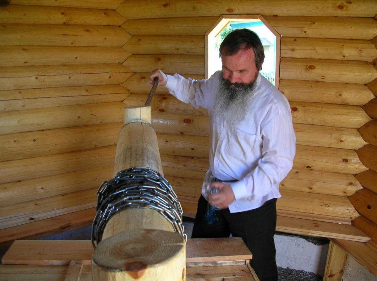 Один из жителей Пристани Кузнецов Пётр Уарович(правильно его отчество звучит именно так, Уар — раннехристианский святой). Он учёный, профессор, доктор юридических наук