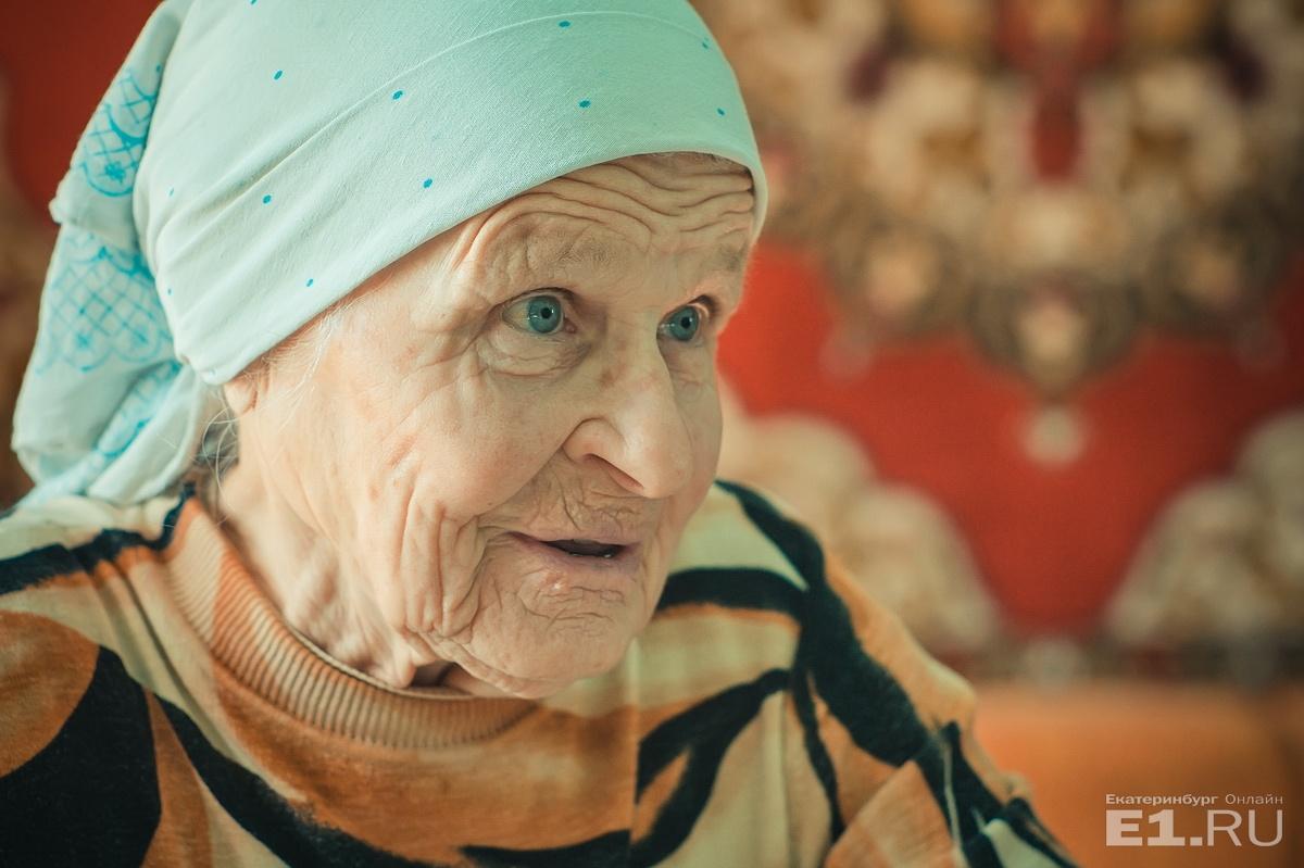 Нина Алексеевна из семьи староверов, при этом работала учителем в школе