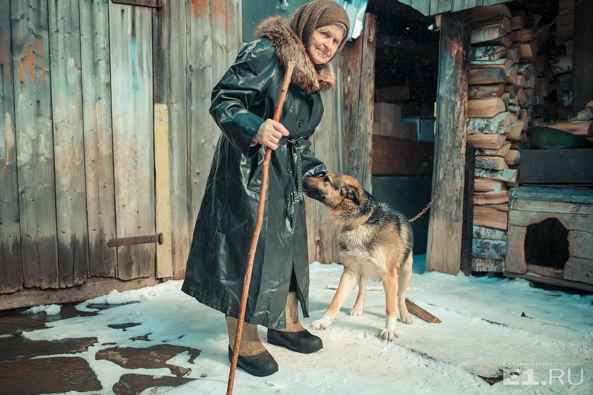 В 87 лет Нина Алексеевна ухаживает за домом, мужем, работает на огороде